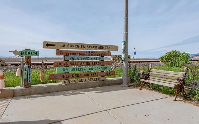 024_23-Walk to La Conchita Beach