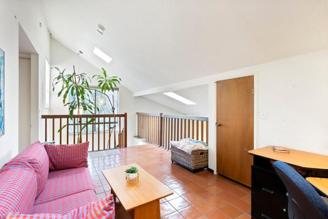 17. 2040 Middlefield Road #24 Mountain View, CA 94043