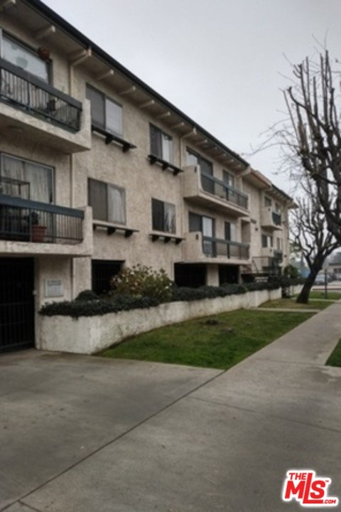 14560 CLARK Street 207, Sherman Oaks, CA 91411