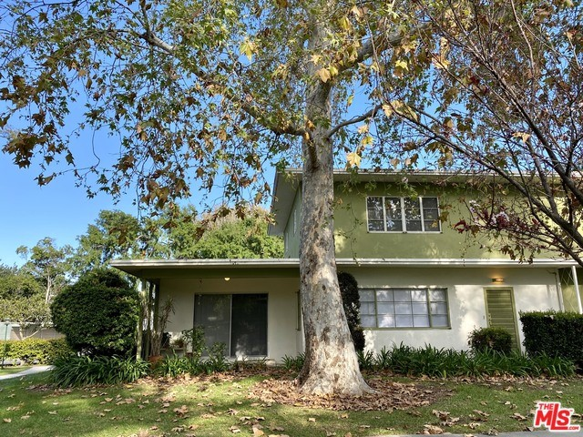 RARE OPPORTUNITY to LEASE a 3 bed + 2 bath townhouse in highly coveted Village Green, a National Historical Landmark in Baldwin Vista for $3,600 per month. AVAILABLE 3/15/2020. This impeccable 1,583 sqft. 2-level corner unit features hardwood floors and blinds throughout, remodeled kitchen, 2 beds and a full bath upstairs with plenty of closet space, and 1 bed and a full bath downstairs. Private patio, 1-car garage, and an outdoor patio area off the dining room facing the green belt on Court 12. Grab this jewel inside this park-style living community with 68 acres of green. 24/7 patrol security and HOA office on site. Water included. Close to Culver City, LAX, 10 & 405 Fwys, DTLA, Metro link, Crenshaw, and Silicon Beach. Will consider pet with $600 deposit. CALL FOR A PRIVATE SHOWING.