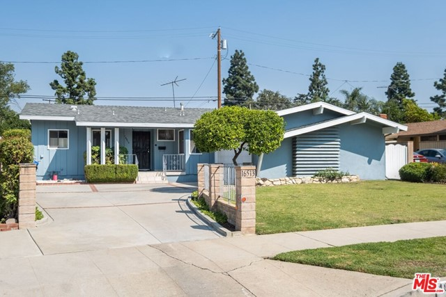 Photo of 16513 Kingsbury Street, Granada Hills, CA 91344