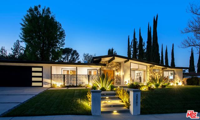 Photo of 23741 Mariano Street, Woodland Hills, CA 91367