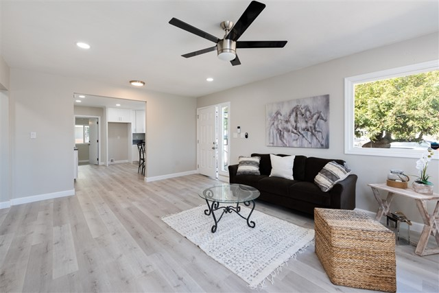 5533 Roswell St, San Diego, CA 92114