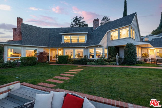 Photo of 13151 Cheltenham Drive, Sherman Oaks, CA 91423