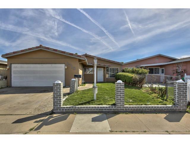 1712 Los Coches Circle, Salinas, CA 93906