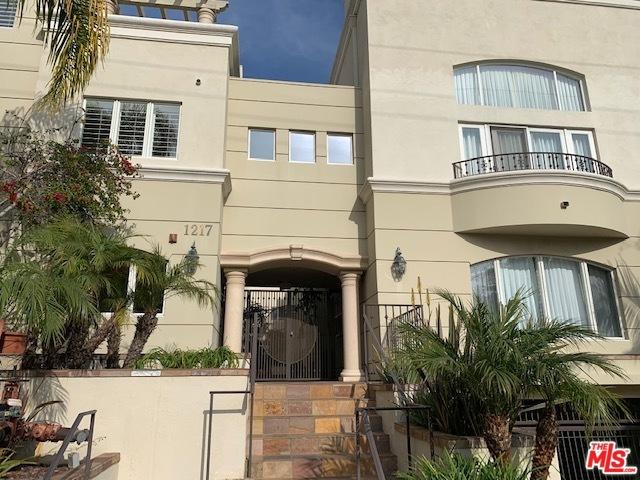 1217 YALE Street 109, Santa Monica, CA 90404