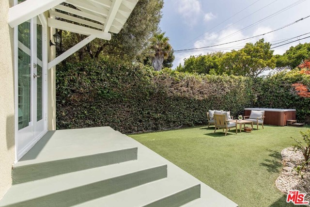 32. 8104 Gonzaga Avenue Los Angeles, CA 90045