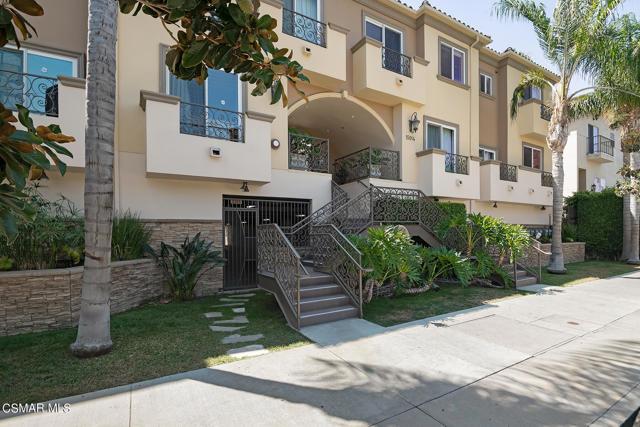 15014 Magnolia Boulevard 12, Sherman Oaks, CA 91403