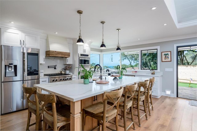 618 Sunset Drive, Pacific Grove, CA 93950