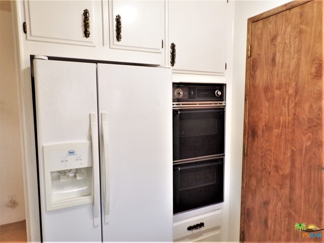 New & Charmingly Claic Appliances & A Large Pantry