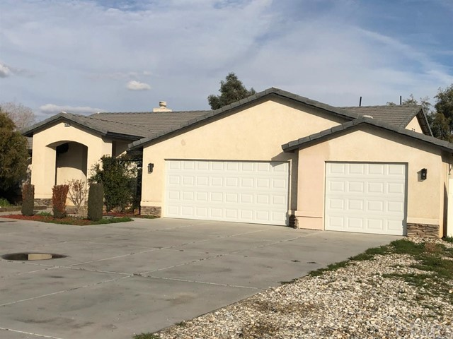 14385 Navajo Rd, Apple Valley, CA 92307