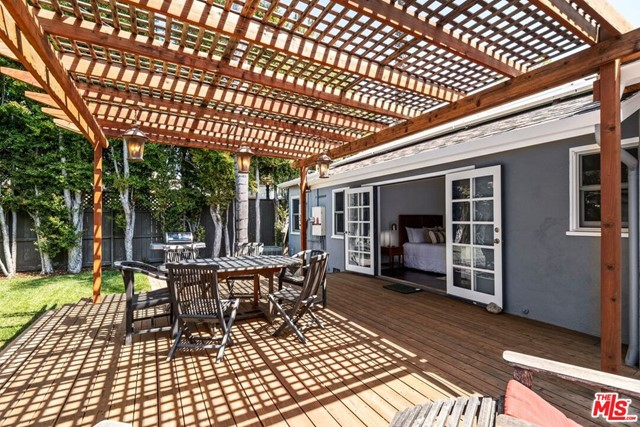 25. 745 N Poinsettia Place Los Angeles, CA 90046