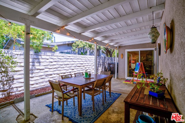 Outdoor dining area off Breakfast eating area & Family Room