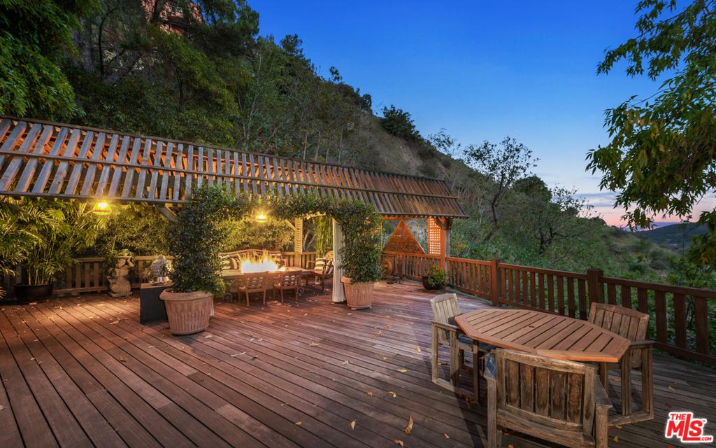 2781 Benedict Canyon Drive