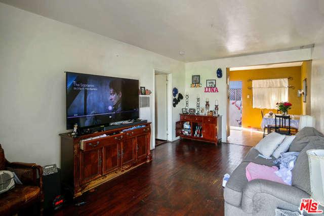 Image 15 of 317 S Lake St, Burbank, CA 91502