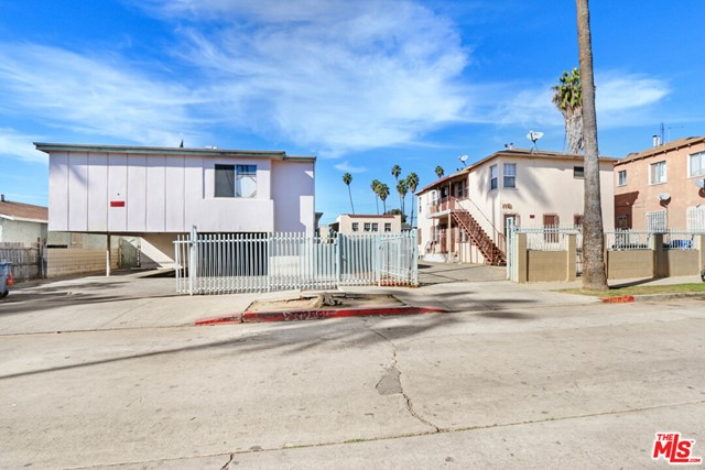 Once in a lifetime 100% Vacant 15 Units + 4 ADUs in Prime Mid City priced at only 355k/door for vacant units. Value add opportunity with a huge upside to 7.2% Cap Rate and 10.8 GRM after renovations. Excellent location minutes from Beverly Hills, Culver City, and West Adams. Potential to create 2 detached 1,200 SF 3 Bed 3 Bath ADUs & 2 attached 400 SF 1 Bed 1 Bath ADUs. Individually metered for Gas & Electricity.