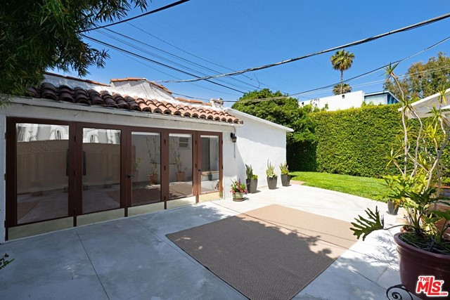 14. 9015 Rosewood Avenue West Hollywood, CA 90048