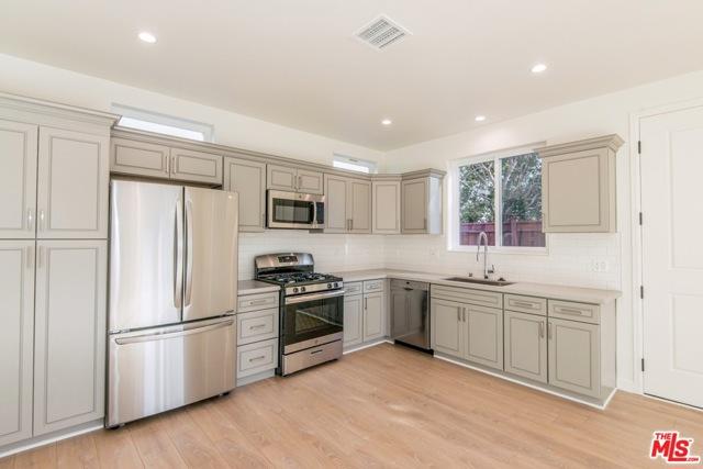 Photo of 6832 Shoup Avenue, West Hills, CA 91307