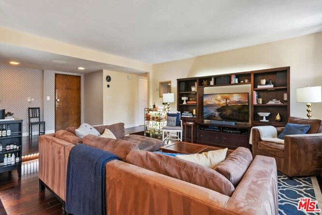 19. 14106 Dickens Street #301 Sherman Oaks, CA 91423