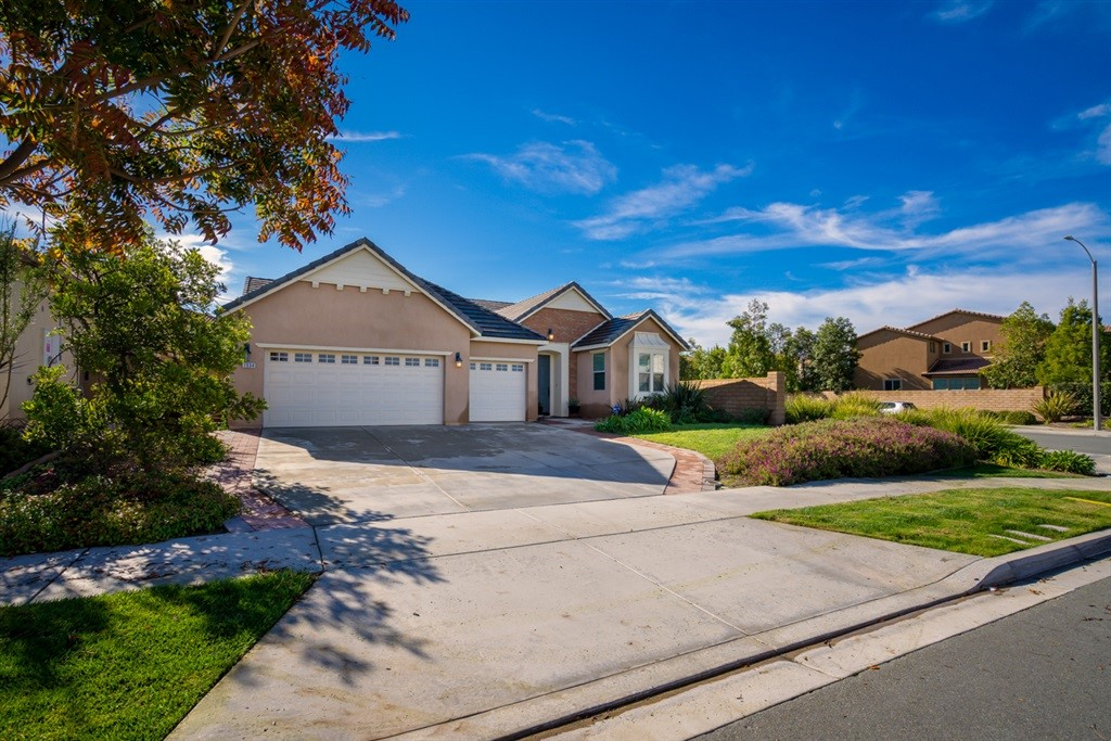 Tucked away on a quiet culdesac in newer San Miguel Ranch sits your new home on almost ¼ acre. A single story beauty with mountain views and stunning architecture invites you into old world charm with a modern touch. Well appointed, 4 bedrooms ( one is optional ) and 3 baths with spacious living space, formal entry, dining room, living room and open concept kitchen and family room as well as a 3 car garage for your toys.  Spacious back yard, patio and fire pit. Resort like HOA pool and clubhouse. Low Fees.  Neighborhoods: San Miguel Ranch Other Fees: 0 Sewer:  Sewer Connected