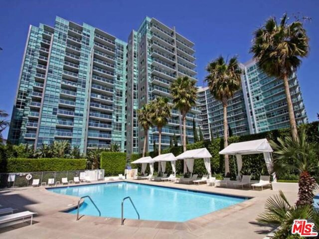 GORGEOUS & HIGH FLR 1BR/1BA LUXURIOUS CONDO W/ MARINA & CITY VIEW; MOST ARCHITECTURALLY SOUGHT-AFTER BLDG IN THE MARINA. FROM SUNDECK, W/ FLR 2 CEILING TRANSLUCENT GLASS, REVEALS UNOBSTRUCTED VIEW, TASTEFULLY UPGD: GRANITE KITC & BATH CTR TOPS, MARBLE FLRS, LRG BALCONY, STAINLESS STL APPLN, LUXURIOUS AMENITIES RIVAL 5 STAR RESORTS: HT POOL, SAUNA, GYMS, 24HR VALET GRD/DRMAN, CONCIERGE, CONFERENCE RM, SCREEN RM, PILATE & YOGA STUDIO, SKY-LOUNGE, SUNDECK SPA & MORE...COME-ON HOME TO LUXURY!!