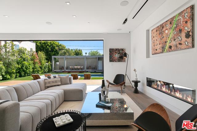 24. 716 N Fuller Avenue Los Angeles, CA 90046