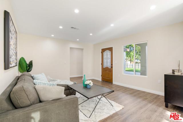 13. 17501 Arminta Street Northridge, CA 91325
