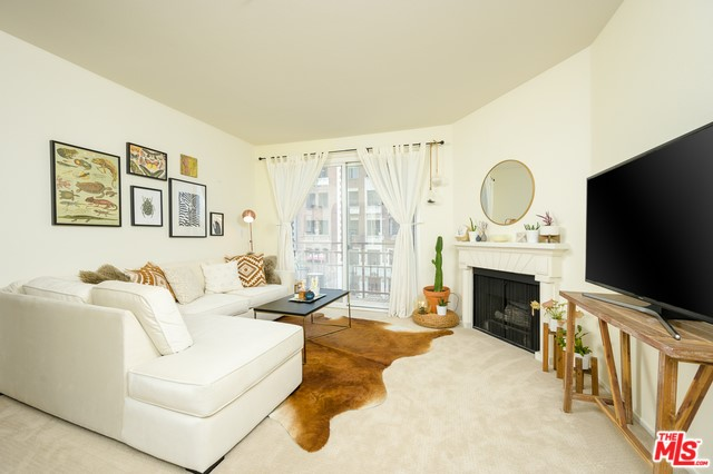 620 S GRAMERCY Place 221, Los Angeles, CA 90005
