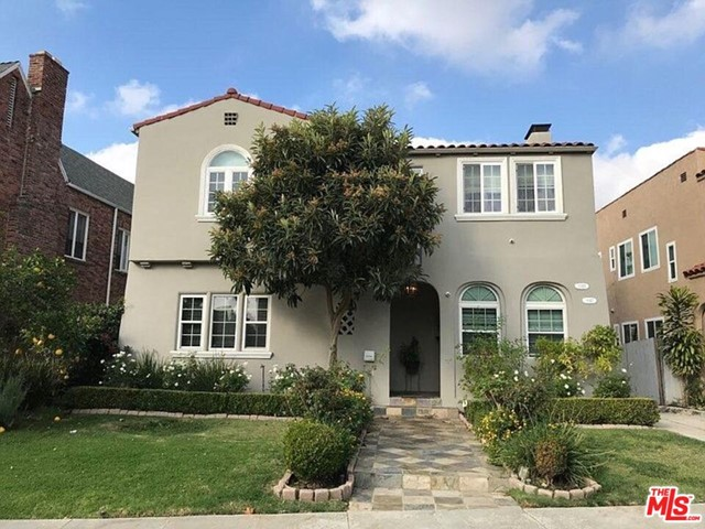Remodeled Spanish style duplex house located near Beverly Hills and Hancock Park area. 2nd Floor 2 bed and 2 bathroom. LED lighting and built-in speakers in the living room, kitchen and each room. Hardwood Floors. Washer and Dry are provided inside the unit. Refrigerator included.