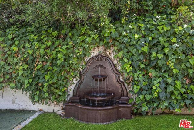 27. 4420 Da Vinci Avenue Woodland Hills, CA 91364