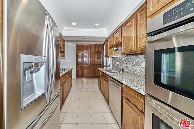 Hard to find this big condo in Miracle Mile near Beverly Hills and Hancock Park. Spacious 2 separate master bedrooms and a good sized 3rd bedroom or den, 2.5 bath. This bright, light filled unit has views of LACMA. Large private balcony, living room and breakfast area. Excellent floor plan. Upgraded with hardwood floor in living room and baseboards, modern kitchen and appliances, counter tops. Modern bath room, bedrooms feature plenty of closet space. Recessed lighting with dimmer switches, custom light fixtures, pre-wired cables for electronic devices. Wood shutter on all windows, washer/dryer in unit. Assigned 2-car parking and many guest parking spaces, storage, pool, hot tub, sauna, lush courtyard, secured entrance with spacious lobby, assigned storage unit. Walk to LACMA, La Brea Tar Pit, The Grove, renowned restaurants and cafes on Wilshire. More potential after Metro line opens, and extension and renovation of LACMA. Please bring your MASK. Don't miss this opportunity.