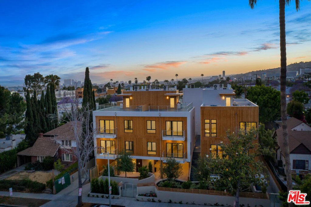 1041   N Spaulding Avenue   104, Los Angeles CA 90046