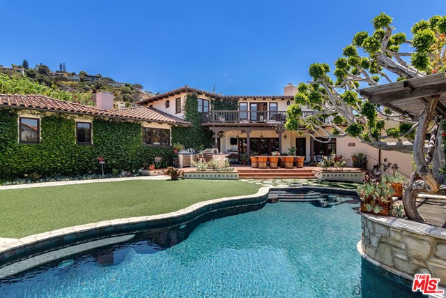 13. 453 Via Media Palos Verdes Estates, CA 90274