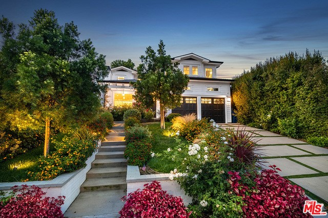 11237 ACAMA Street, Studio City, CA 91602