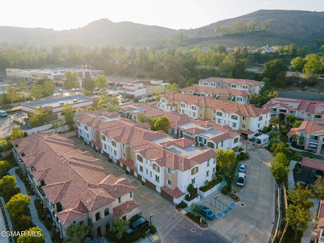 54. 461 Country Club Drive #111 Simi Valley, CA 93065