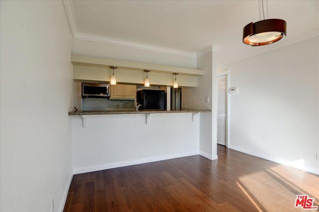 720 Meyer Lane 102, Redondo Beach, California 90278, 2 Bedrooms Bedrooms, ,2 BathroomsBathrooms,For Sale,Meyer,21689042