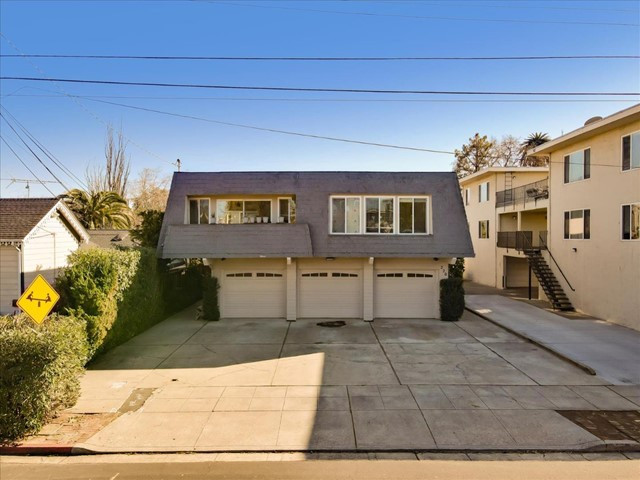 220 Standish Street, Redwood City, California 94063, ,Multi-Family,For Sale,Standish,ML81827557