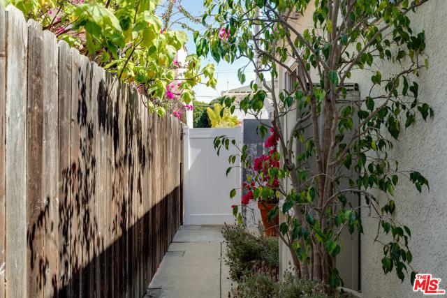 2134 Oak St, Santa Monica, CA 90405 Photo 30