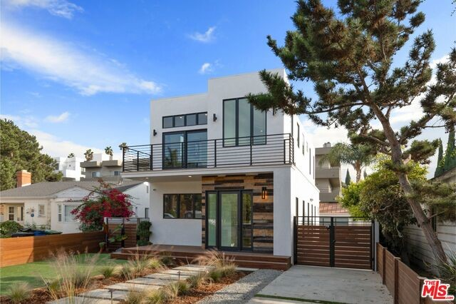11230 PICKFORD Street, Los Angeles, CA 90064
