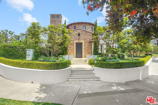 Beautiful, large custom home at prime location in the Huntington Palisades.  Built in 2008 and fully updated in 2017.  This 7,000 sq ft Italian-French Mediterranean home sits on a corner lot with immaculate landscaping, and has high ceilings, 6 bedrooms, 6 baths, 2 powder baths, 3-stop elevator, luxurious master suite with dual walk-in closets, fully updated kitchen with high-end appliances and waterfall marble island, large rotunda home office, media room with Savant AV systems, 1,000+ bottle wine cellar, and 3-car subterranean garage with 100% hand-laid cobble stone driveway.  The home has two outside entertaining areas with seating and fire pits, and one with a large in-ground spa with fountains, perfect for indoor/outdoor entertaining.  The overall layout of the home is very open with a central flow that is perfect for living and entertaining, and is walking distance to the Palisades Park, local award winning schools, and the restaurants and shops in the Palisades Village.  Welcome to the Palisades!