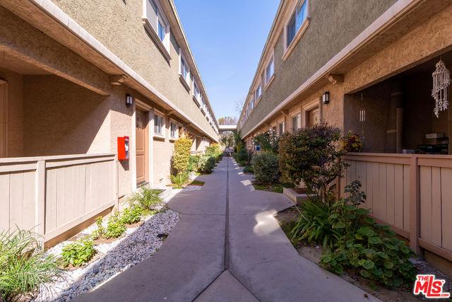 20158 COHASSET Street 15, Winnetka, CA 91306