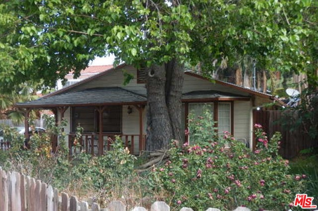 This is your opportunity to purchase a home in a charming La Crescenta neighborhood on a cul de sac street.  Conveniently located to shopping, dining, parks and Valley View Elementary School.  This property is now active in an online auction. Auction starts 5/31/21 and ends 6/2/21. All offers must be submitted through the property's listing page on www.auction.com. The sale will be subject to a 5% buyer's premium pursuant to the Auction Terms & Conditions (minimums may apply).  All auction bids will be processed subject to seller approval. Subject property is being sold occupied with any and all occupants in AS IS/WHERE IS condition. Neither the seller nor the listing broker can verify the existence of any lease agreement, either written or verbal, nor any rental amount being paid, due or owing. Please DO NOT disturb the occupants. Access for inspections or other purposes is NOT guaranteed - contact listing broker to confirm if accessible. Buyer is assuming ALL responsibility for any necessary eviction action.