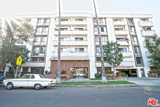 533 S ST ANDREWS Place 305, Los Angeles, CA 90020