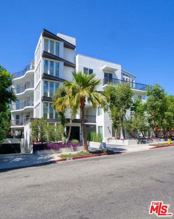 Photo of 1283 Havenhurst Drive, West Hollywood, CA 90046