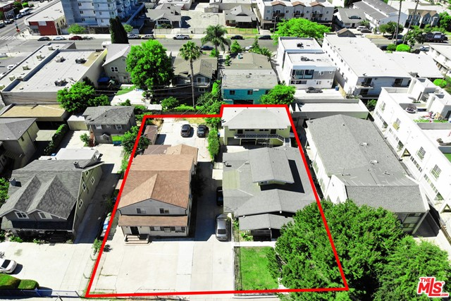 This property is sold with 4726 Elmwood next door 4 unit . It is zoned R3, TOC Tier3, which makes this deal prime for Multi-Family development with the combined lot size of 14,508 sf. The property is high development demand location. Both properties will be vacant at the Close of Escrow.