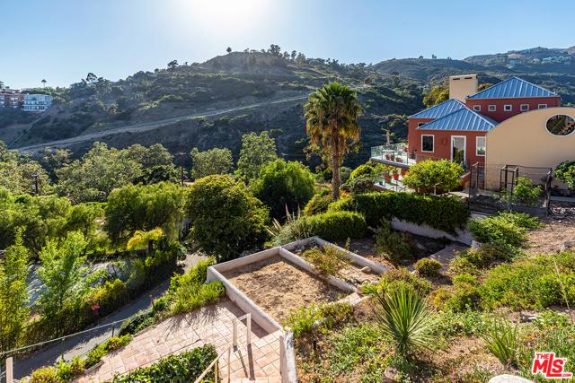 31. 21070 Las Flores Mesa Drive Malibu, CA 90265
