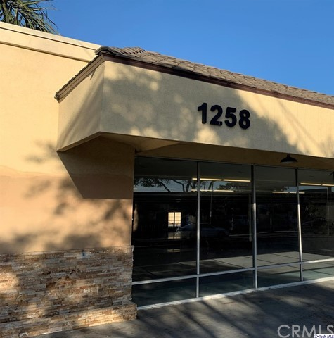 Wonderful investment opportunity to own a commercial building in a prime Oxnard location on Saviers Rd. The Building situated on a 28,000 SF lot of C-MPD zoned land, Owner/User opportunity, Fantastic window line along Saviers Road, Situated within a half block of the five points Oxnard trade area,29 Gated secured parking stalls (27 regular with 2 handicap) Cannabis allowed zoning (user to verify with City of Oxnard) Below replacement cost. Dense trade area. Take advantage of the time low SBA rate.