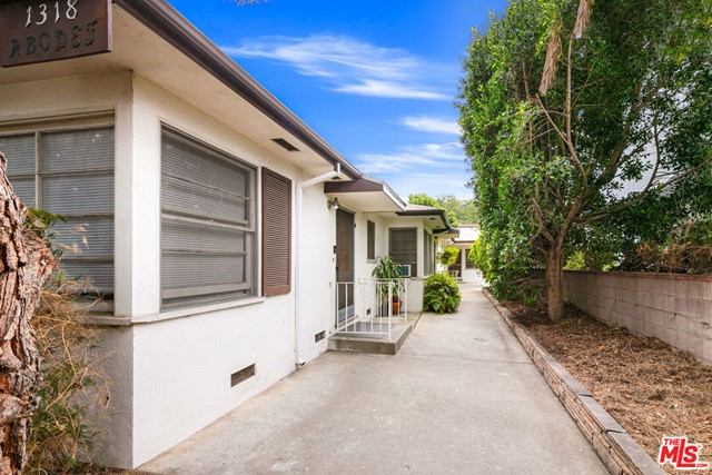 Presenting 1318 19th Street,  six bungalow-style units located in prime Santa Monica.  The property consists of (1) two-bedroom/one-bath unit, (3) one-bedroom/one-bath units, and (2) studio units. These sizable apartments offer private entrances, hardwood floors, in-unit washer/dryers, stainless steel appliances and lots of natural light. Five garages are available for parking or storage. No seismic retrofit work needed. With a Walk Score of 92, the property provides easy, walkable access to all amenities for daily errands. The building is just blocks from Whole Foods Market, Trader Joes, coffee shops, world class restaurants, retail and healthcare providers. With 20% upside potential in rents, this property offers investors a value-add opportunity for future rent growth.