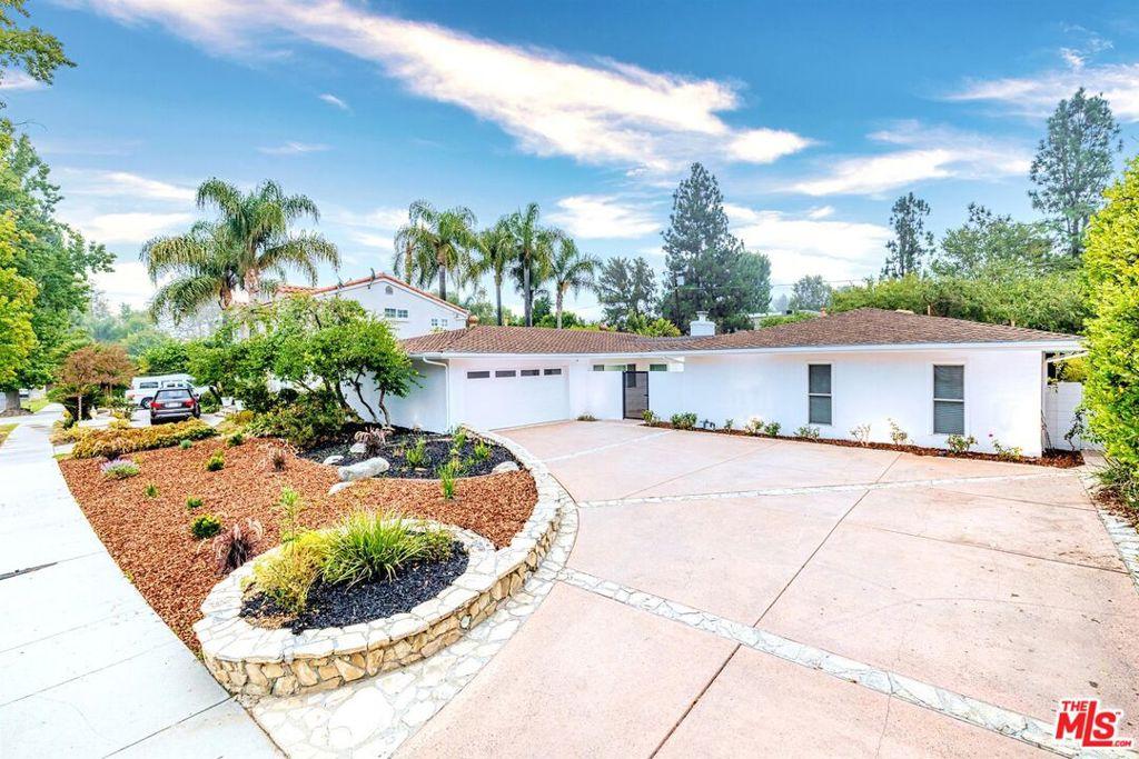 6200     Capistrano Avenue, Woodland Hills CA 91367