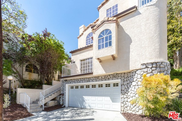 726 SUNNYHILL Drive, Los Angeles, CA 90065